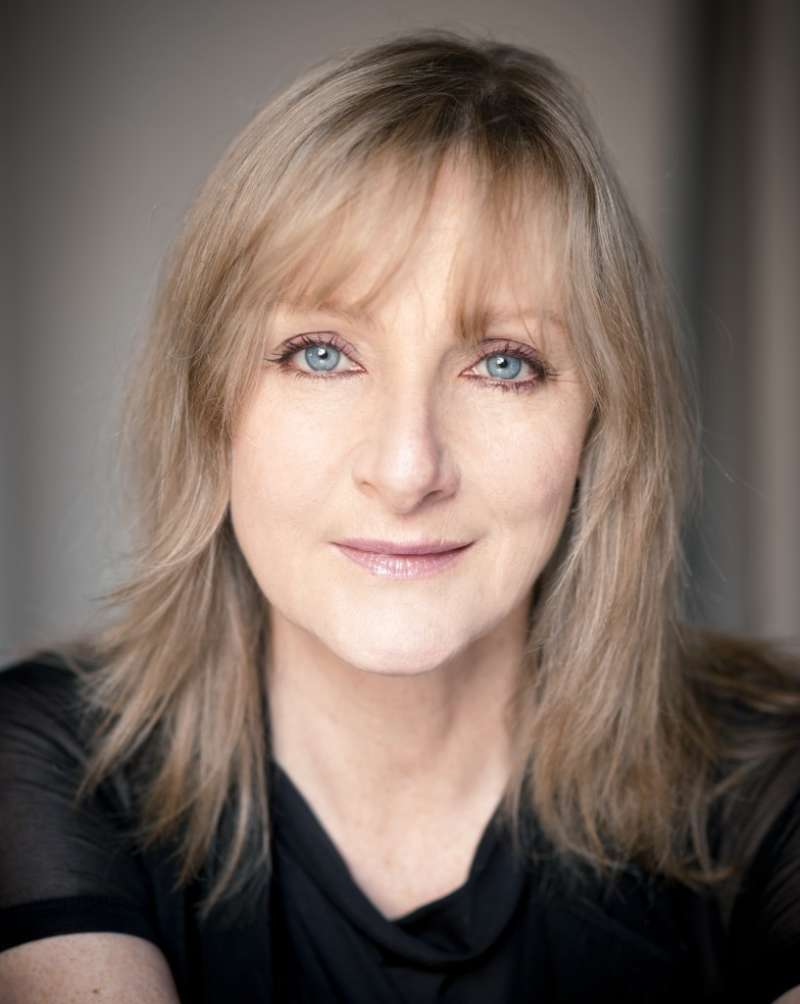 Lesley Sharp Headshot